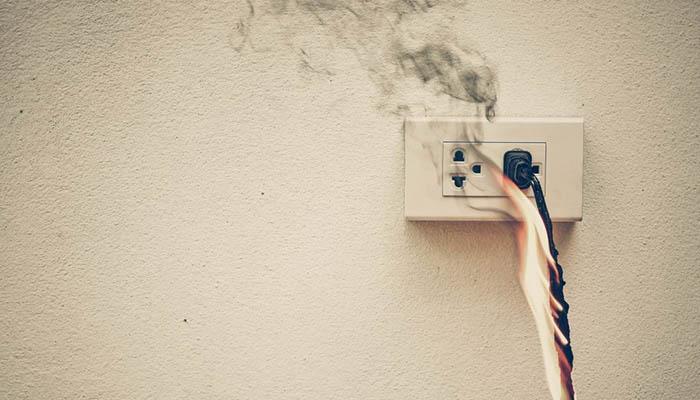 علت بالا پایین شدن برق ساختمان