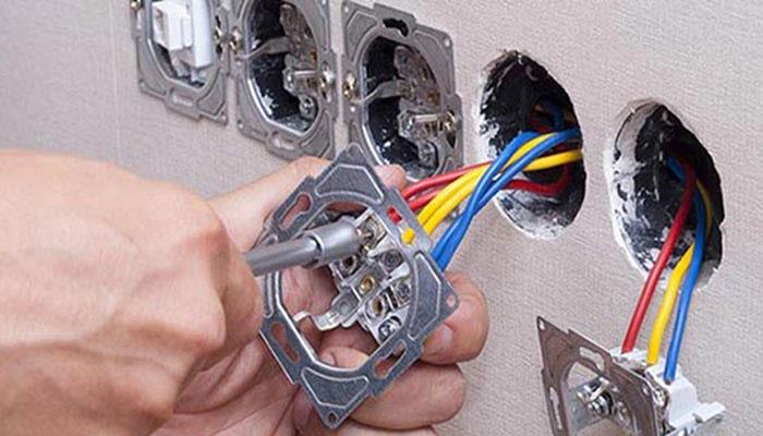 نصب کلید و پریز برق ساختمان